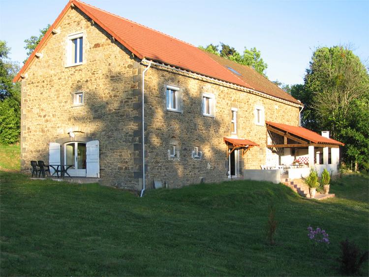 La r novation d 39 une grange en auvergne renovation grange - Rehabilitation d une grange en habitation ...