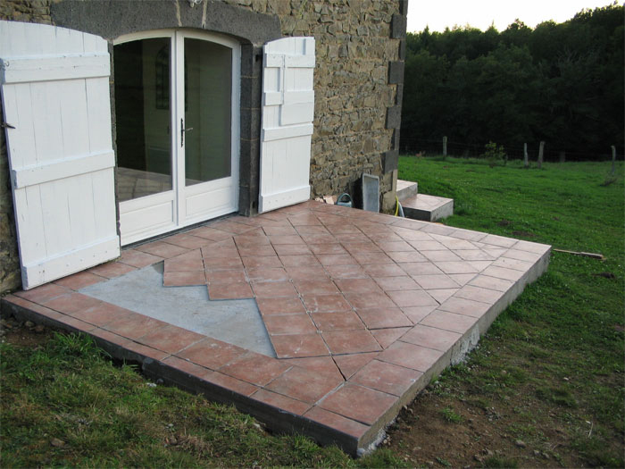 Finitions de la terrasse et des abords for Pose de carrelage sur terrasse